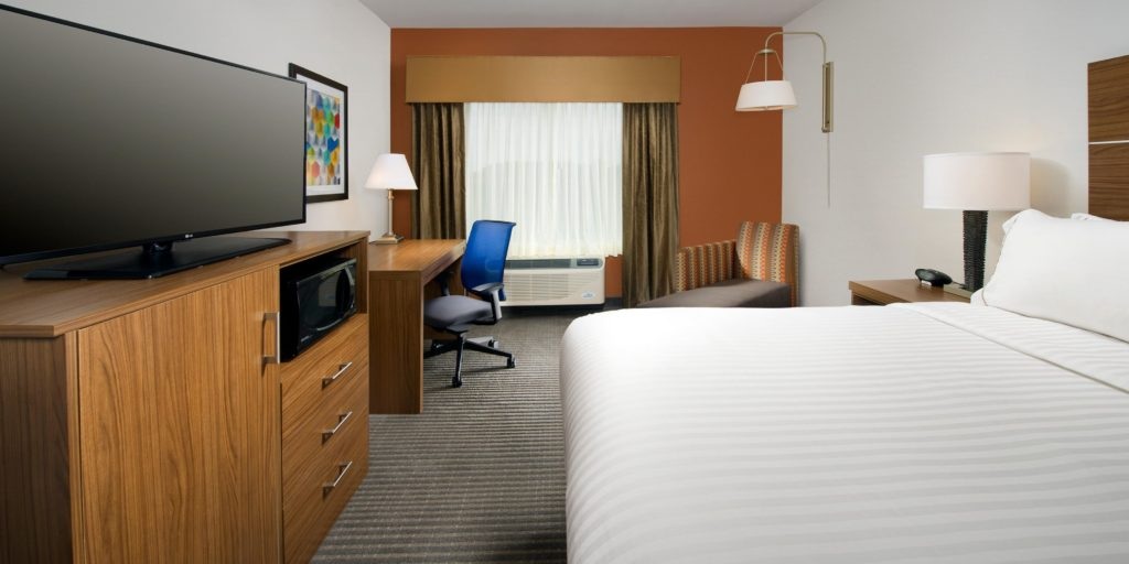 holiday-inn-express-and-suites-bay-city-4169857053-2x1.jpg